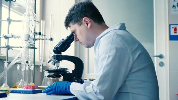 https://www.hospitex.com/wp-content/uploads/2019/10/scientific-laboratory-adjusts-microscope-footage-070989990_prevstill-scaled-600x338.jpeg